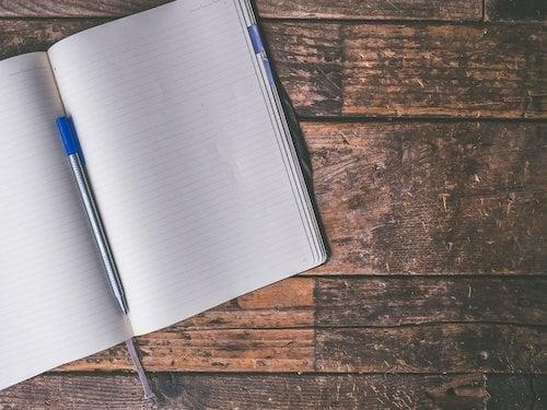 Jak napisać pismo do komornika